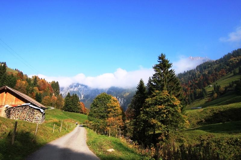 Hoch-Ybrig autumn hiking in Switzerland