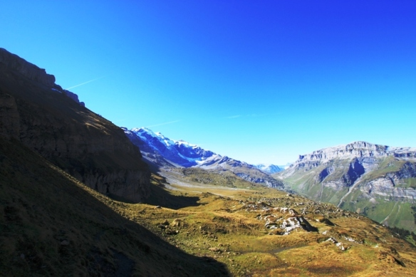 Kalusenpass - Hiking in Autumn in Switzerland